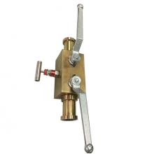 Handle 3000psi 1 1/4 inch ASTM A105 SAE ends 2 floating balls and 1 needle valve double block and bleed valve